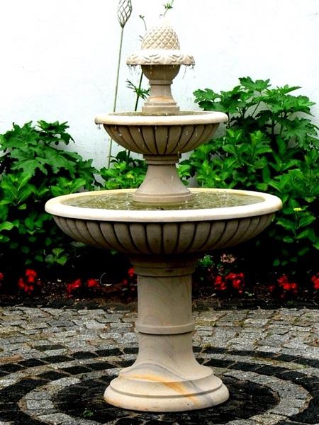 No.17 - klassischer 3-etagiger Gartenbrunnen aus Naturstein