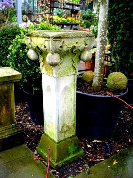 No.18 - sakrales Säulenbecken künstlerisch gestaltet aus Sandstein