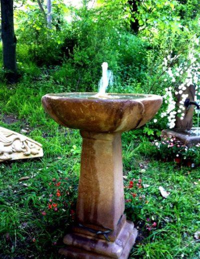 No.2 - Stauden-Spring-Brunnen handwerklich gearbeitet aus Naturstein