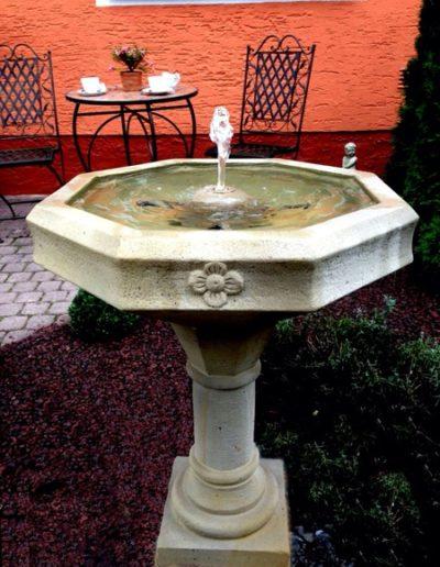No.20 - Oktagon-Springbrunnen als Staudenbrunnen für den Garten