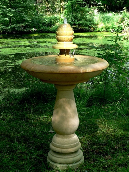 No.7 - zauberhafter Springbrunnen mit Artischocke als Auslauf Naturstein