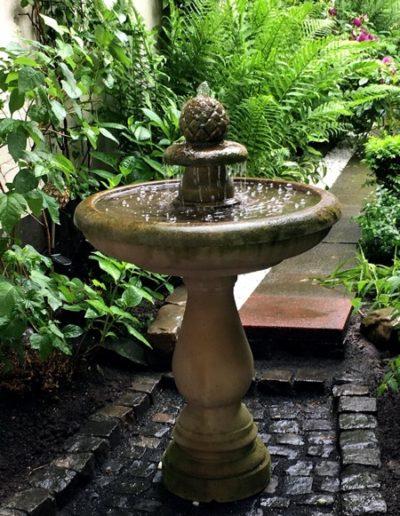 No.9 - eleganter Garten-Springbrunnen aus Natursandstein