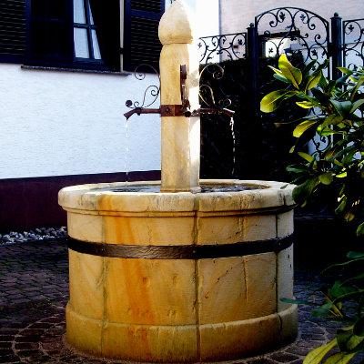 Dorfbrunnen aus Sandstein